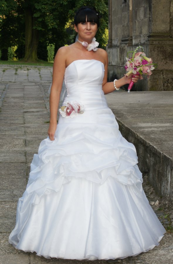Piękna Suknia ślubna Biała Z Trenem Kwiatem Suknie ślubne