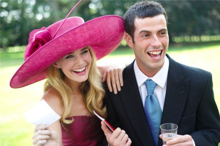 de9c8ea9fd7da Założycielka firmy Hat Company, sprzedającej ekskluzywne, wizytowe nakrycia  głowy, zapytana o kapeluszowy savoir vivre, odpowiedziała krótko: Nakrycia  głowy ...